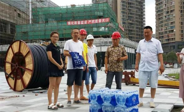 2016高温慰问建筑工人活动